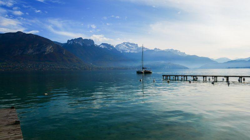 Katamarán na jezeře Annecy