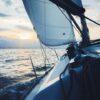 Loď s plachtami za plavby